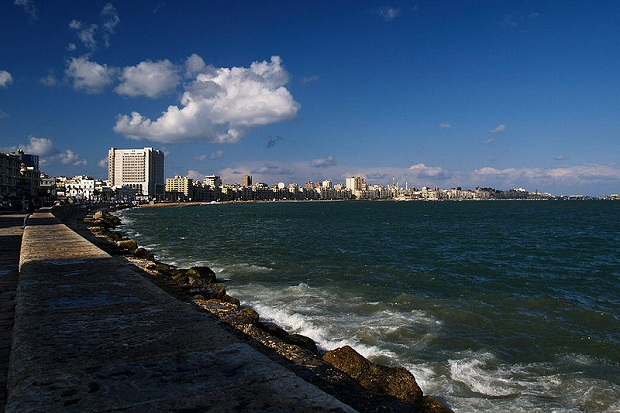 Rantaa Aleksandriassa (kuva: nomo/michael hoefner CC-SA)