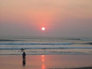 Auringonlasku Kuta Beachilla (kuva: Christoph Filser CC-SA)