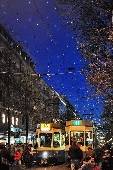 Bahnhofstrasse on tyylikäs ostoskatu. (kuva: Roland zh CC-SA)