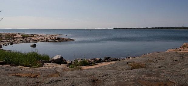 Ahvenanmaan saaristomaisemat ovat upeita. Kuva on otettu Berghamnissa. (kuva: Fanny Schertzer CC-SA)