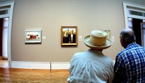 Taidemuseossa ihmettelyä (Kuva: Phil Roeder CC BY 2.0)