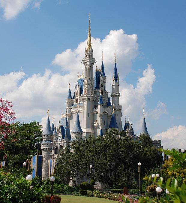 Tuhkimon linna Walt Disney Worldissa. (kuva: SteamFan CC-SA)