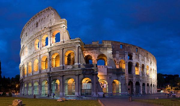 Colosseum eli Flaviusten teatteri on yksi Rooman maamerkeistä (CC BY-SA Diliff)