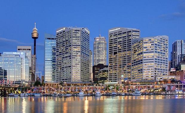 Darling Harbourin alue näyttää komealta iltavalaistuksessaan. (kuva: Adam.J.W.C. CC-SA)