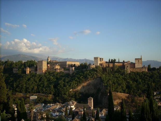 Alhambra on mahtava muinaisten kuninkaiden palatsi