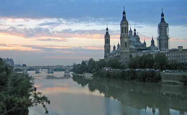 Ebrojoen ylittävä silta Zaragozassa