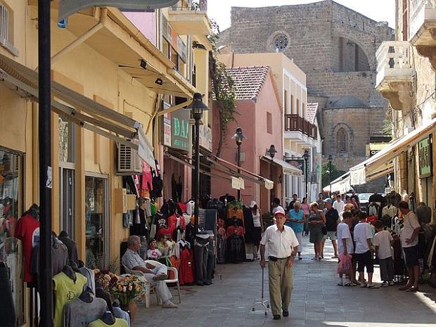 Famagustan pääkatu (kuva: dolanh CC-BY)