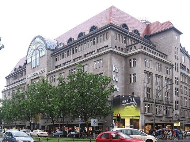 KaDeWe on Berliinin kuuluisin tavaratalo. Etenkin sen uskomaton ruokaosasto on vierailemisen arvoinen paikka. (kuva: Gellerj CC-SA)