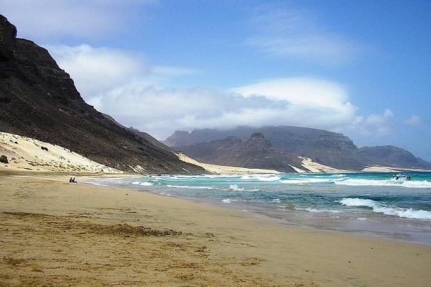 Jylhä ranta São Vicenten saarella. (kuva: Manuel de Sousa CC-SA)