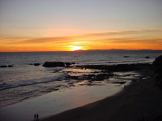 Laguna Beach auringonlaskun aikaan. (kuva: Catatonique CC-SA)