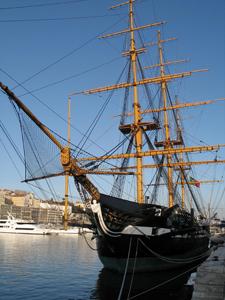 Laiva Lissabonin satamassa, josta löytöretkeilijätkin lähtivät matkoilleen