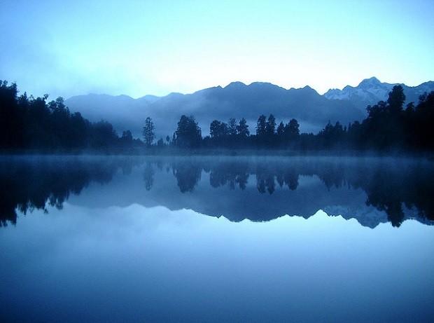 Matheson-järvi heijastaa kuin peili (Kuva: phroggar CC BY 2.0)