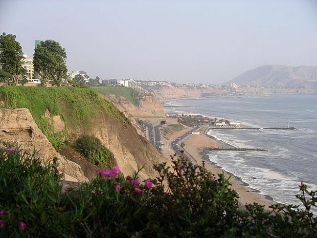 Mirafloresin alue on kauempana keskustan hulinasta.