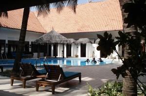Malediiveiltä löytyy useita yleellisiä hotelleja (kuva: Nevit Dilmen CC-BY-SA)