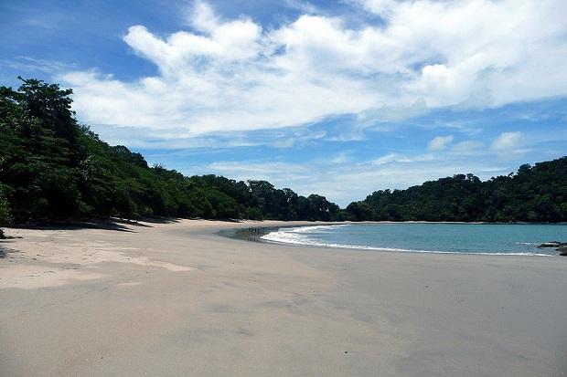 Manuel Antonion kansallispuistossa on koskemattomia rantoja.