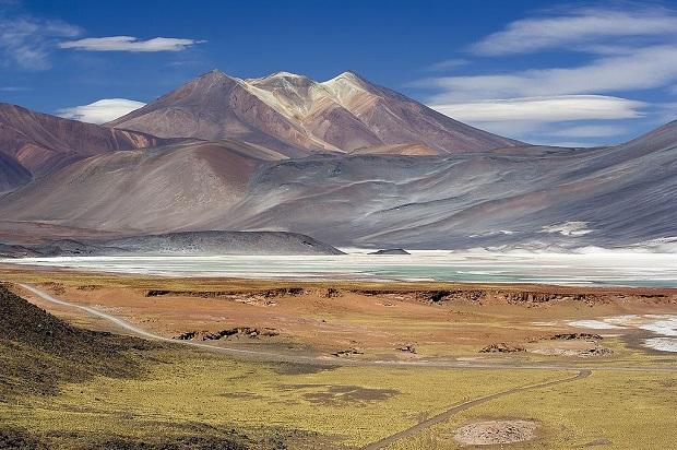 Miscanti-laguuni San Pedron lähistöllä. (kuva: Luca Galuzzi CC-SA)