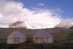 Mongolian paimentolaiskansat asuvat perinteisissä jurtissa (Kuva: martin_vmorris CC BY-SA 2.0)