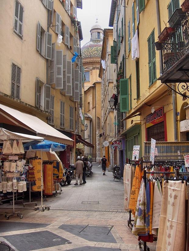 Vanha kaupunki on tunnelmallista ja viihtyisää aluetta. (kuva: Georges Jansoone CC-BY)