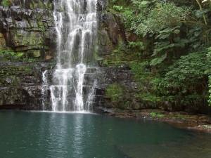 Parque Nacional Ybycuin kauniit Salto Cristal - eli kristalliputoukset. (kuva: Jpaniagualaconich CC-SA)