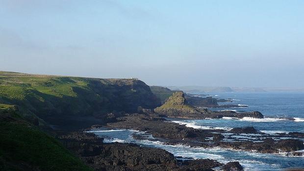 Phillip Islandin rannikkoa. (kuva: Chensiyuan CC-SA)