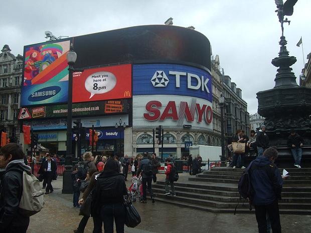 Valomainokset ovat Piccadilly Circusin tunnusmerkki. (kuva: Jared Preston CC-SA)