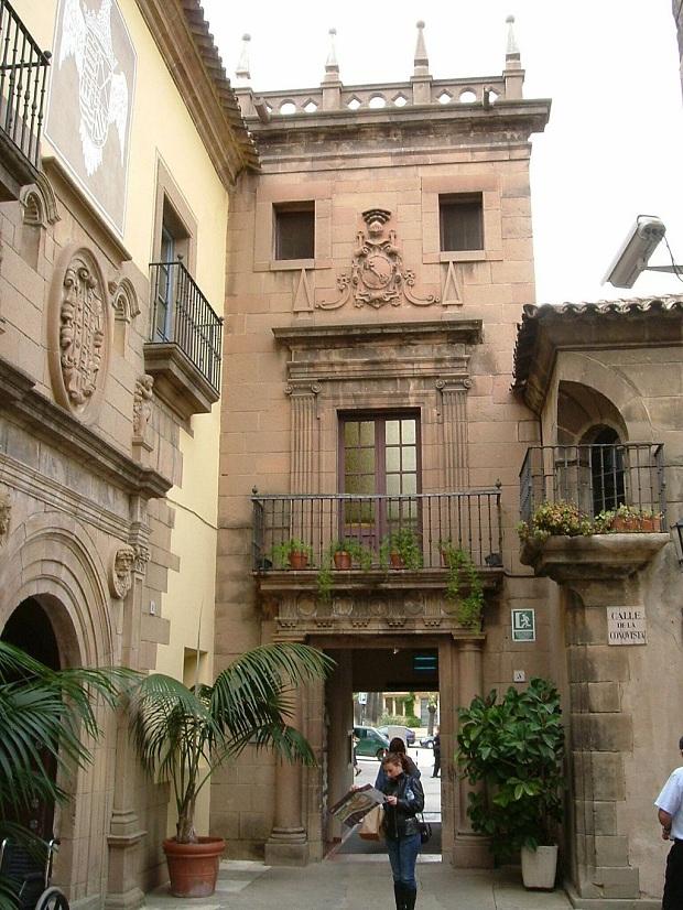 Poble Espanyolin rakennukset edustavat erilaisia espanjalaisia tyylejä. (kuva: Kaboldy CC-SA)
