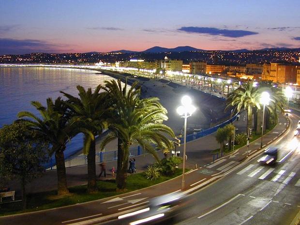 Promenade des Anglais on Nizzan kuuluisa rantabulevardi. (kuva: W. M. Connolley CC-SA)