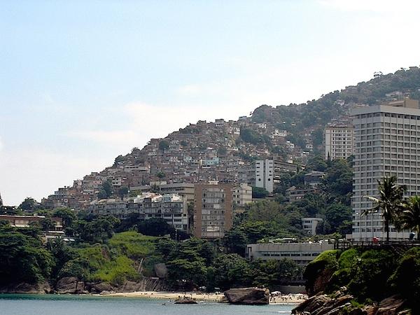 Rio De Janeiron favela-asuinalue (kuva: Jeff Belmonte CC-BY)