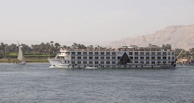 Risteilyalus Luxorissa (kuva: Wouter Hagens CC-SA)