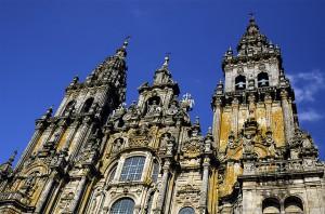 Perillä komeilee katedraali (Kuva: Enrique Dans CC BY 2.0)