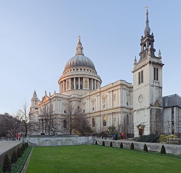 St Paulin katedraali on kaunis sekä sisältä että ulkoa. (kuva: Diliff CC-SA)