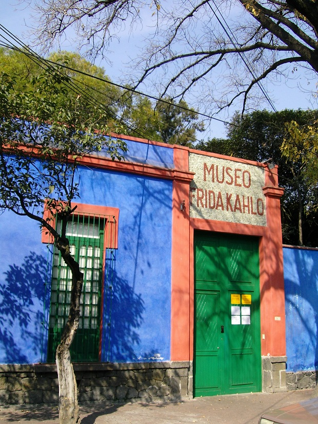 Frida Kahlo ja Diego Rivera asuivat useita vuosia La Casa Azulissa, joka toimii nykyisin museona. (kuva: Nachtwächter CC-SA)