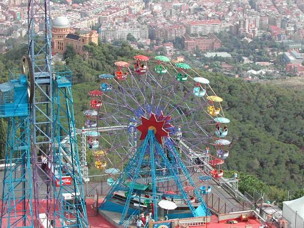 Tibidabon huvipuisto sijaitsee parhaimmalla - tai pahimmalla - mahdollisella paikalla. (kuva: Lalupa CC-SA)